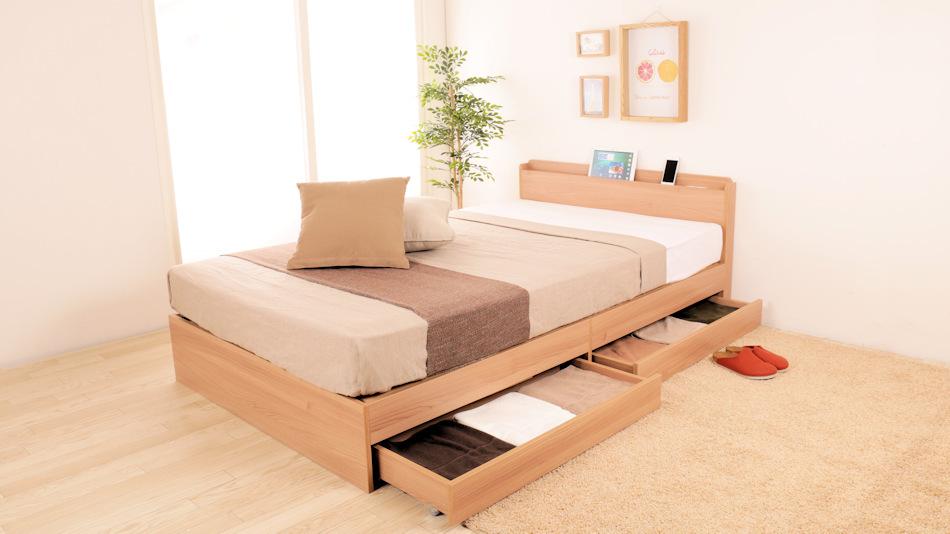 狭い寝室にも置ける、棚付きベッドTIINA~スマホ・タブレット充電もOKです。